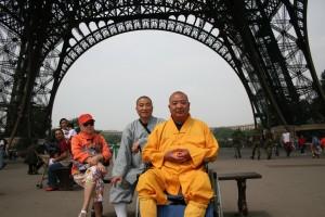 Shi Heng Jun 释恒君 avec son maitre Shi Yan Fo 释延佛 à Paris
